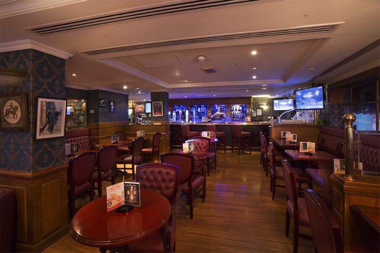 Englischer Sherlock Holmes Pub Arabian Courtyard Hotel & Spa Bur Dubai