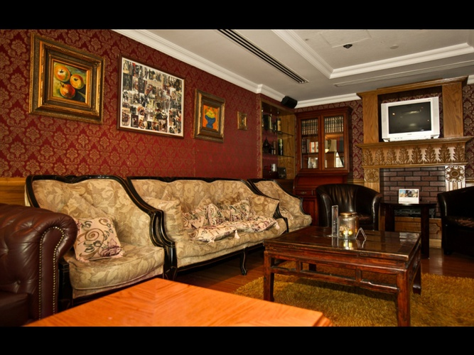 Sherlock holmes english pub arabian courtyard hotel & spa bur dubai