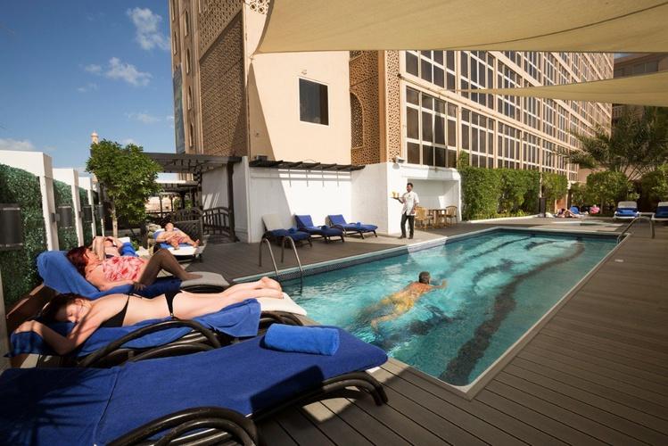 Schwimmbad arabian courtyard hotel & spa bur dubai